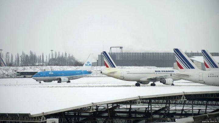 HAOS în Franţa! Traficul aerian, dat peste cap! Mai multe curse aeriene anulate din cauza ninsorilor abundente