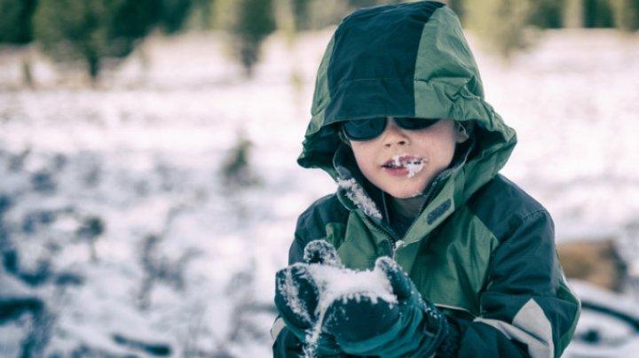 NU mai mânca zăpadă! Poate fi foarte periculoasă dacă e mai veche de două zile