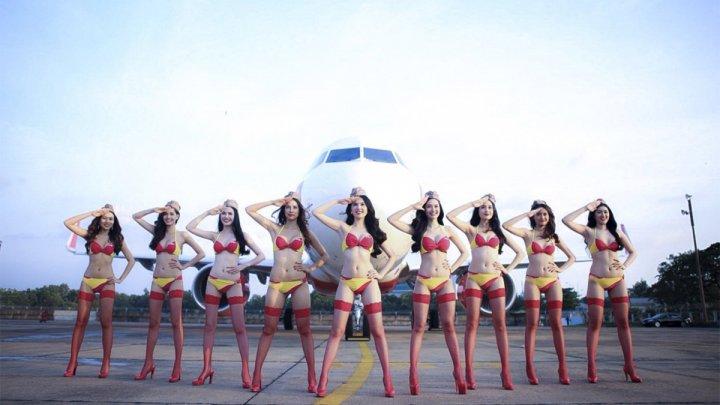 Mai multe însoțitoare de zbor îmbrăcate în bikini, într-un zbor din Vietnam (VIDEO)