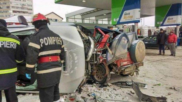 Accident cumplit în România! Un tânăr a murit strivit în propria maşină, iar alte două persoane au ajuns la spital