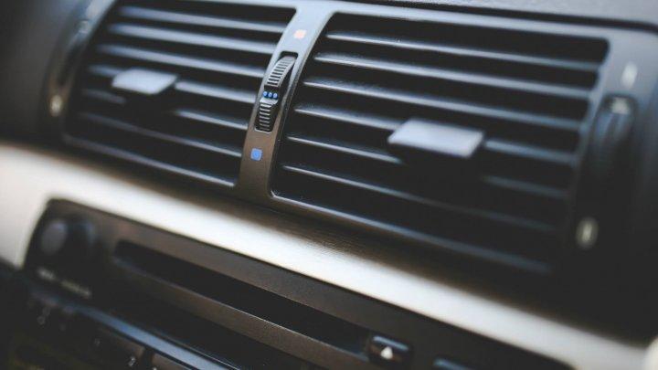 ATENȚIE, ȘOFERI! Pericolul la care te expui atunci când pornești aerul condiţionat din mașină