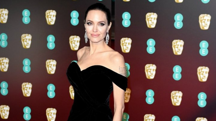 Angelina Jolie şi-a speriat fanii cu cea mai recentă apariţie! E numai piele şi os