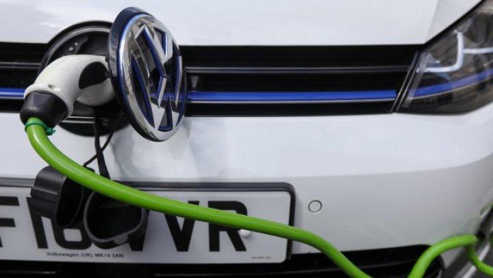O nouă descoperire în domeniul soluţiilor de stocare a energiei ar putea scurta timpul de încărcare al vehiculelor electrice la doar 10 minute