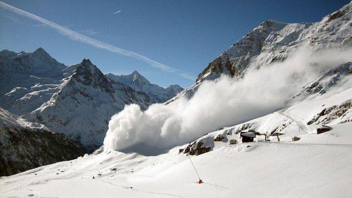 Cel puţin trei persoane şi-au pierdut viaţa într-o avalanşă în Alpii francezi