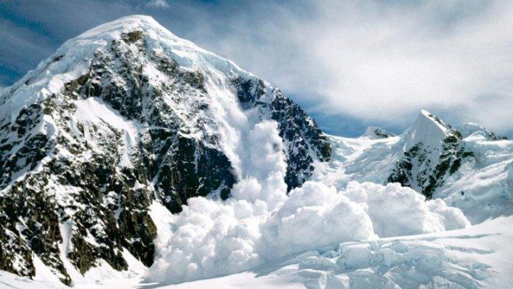 Trei turişti au murit după ce au fost surprinşi de o avalanşă în Munţii Pirinei