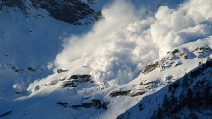 Alertă! O avalanşă foarte mare a avut loc în Munții Bucegi