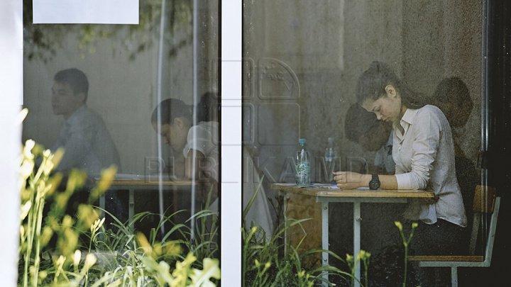 Şanse de promovare pentru absolvenţi. Examenele de BAC ar putea fi susținute de patru ori pe an
