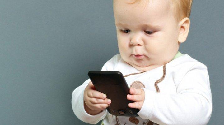 Atenţie, părinţi! Cum distruge smartphone-ul viitorul şi sănătatea copiilor