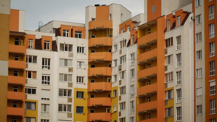 Începe lupta pentru locuinţe! Bătălia băncilor și a companiilor de construcții se duce pentru cucerirea persoanelor fizice