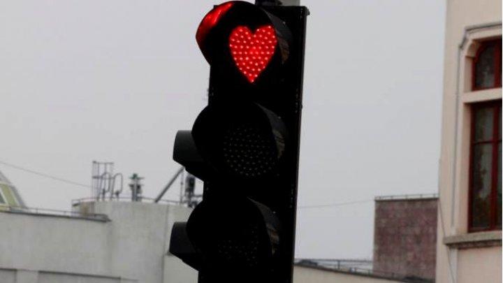 Culoarea roșie a semafoarelor în România, sub formă de inimioare pentru Valentine's Day (FOTO)