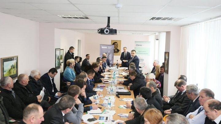 Oportunitățile create pentru mediul de afaceri, discutate de Andrian Candu şi antreprenorii din trei raioane ale ţării