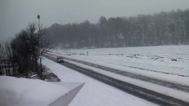 Viscol la final de iarnă. Circulația rutieră pe drumul R30 a fost reluată