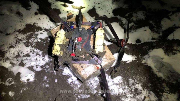 CONTRABANDĂ cu DRONA la frontiera moldo-română. 12.500 de ţigarete au fost confiscate (FOTO)