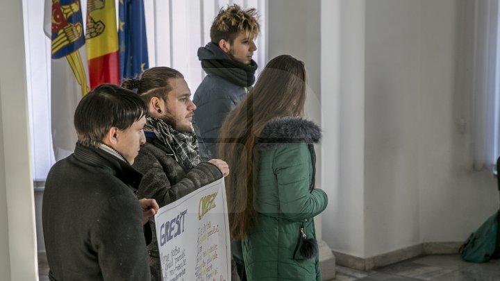 Flashmob marca PL la Primărie. Radu: Distrage atenţia de la problemele oraşului