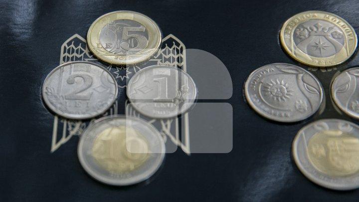 Moldovenii fug de monede: Nu încap în portofel, iar șoferii de maxi-taxi nu le acceptă (FOTO)