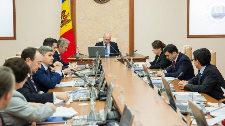Veteranii din Republica Moldova vor avea un nou tip de legitimații. Când vor putea primi documentul
