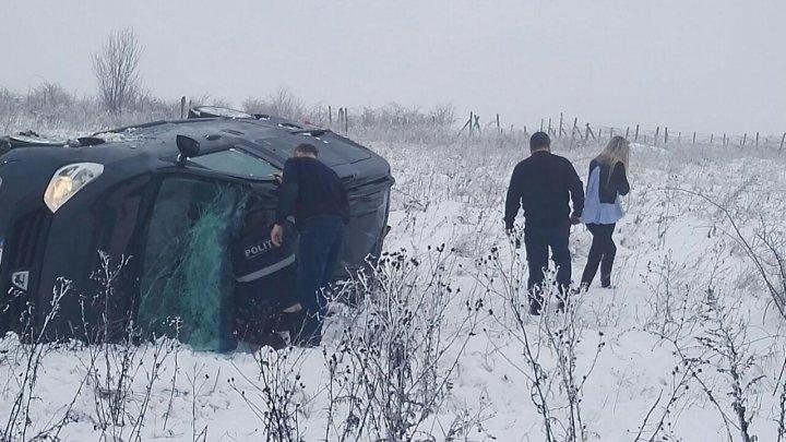 ACCIDENT GRAV pe şoseaua Chișinău-Bălți. Gheorghe Cavcaliuc şi Marin Maxian au intervenit să ajute victimele (FOTO)