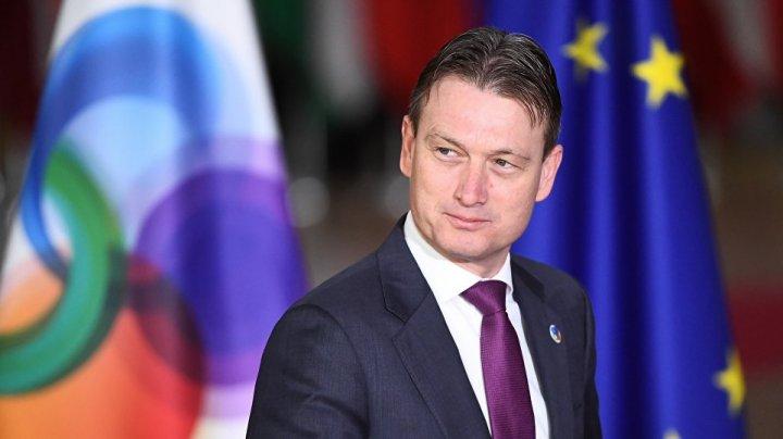 Ministrul de Externe din Olanda, Halbe Zijlstra, a demisionat după ce a fost prins cu minciuna
