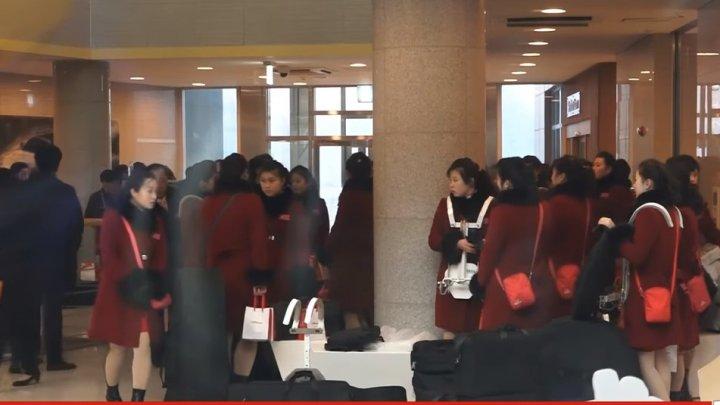 Scene emoționante la despărțirea hocheistelor sud-coreene de coechipierele lor nord-coreene (VIDEO)