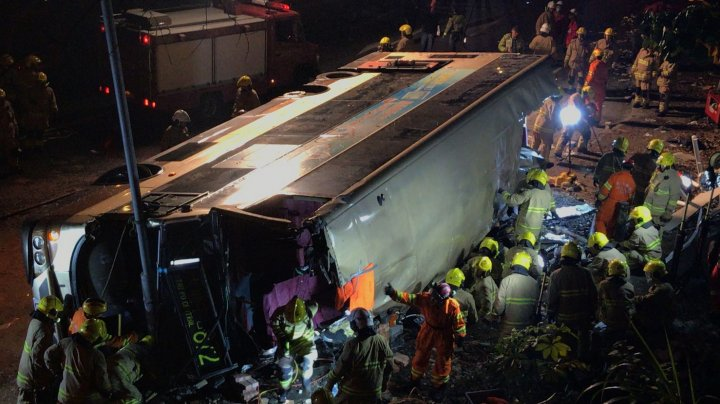 CARNAGIU pe o şosea din Hong Kong. Cel puţin 19 persoane şi-au pierdut viaţa