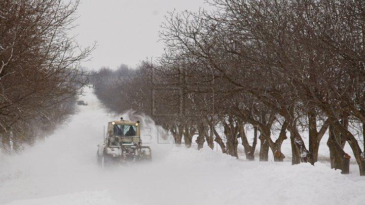 NINSORILE PUTERNICE, GERUL şi VISCOLUL pun stăpânire pe Moldova. Care este situaţia pe drumurile din ţară (FOTO)