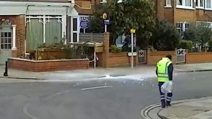 O bucată de gheaţă picată din cer a fost cât pe ce să provoace o tragedie în Marea Britanie (VIDEO)