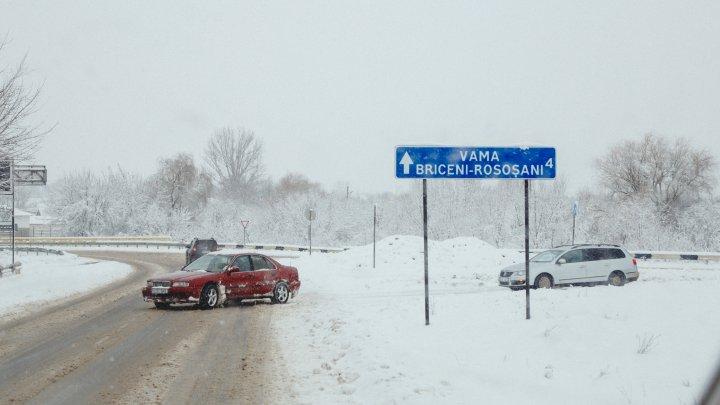 ATENȚIE, ȘOFERI! Noi indicatoare rutiere instalate pe traseele ce duc spre punctele de trecere Briceni și Larga (VIDEO)
