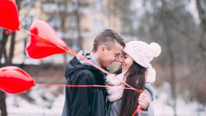 Iubirea, sărbătorită în lume! Îndrăgostiţii sunt în căutarea cadoului perfect de 14 februarie