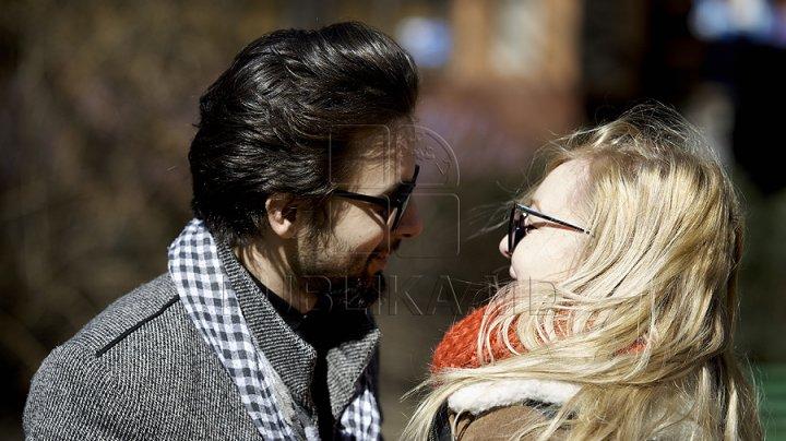 """De Ziua Îndrăgostiţilor, surprinde-ţi partnerul de viaţă! Cum se spune """"Te iubesc"""" în 50 de limbi diferite"""