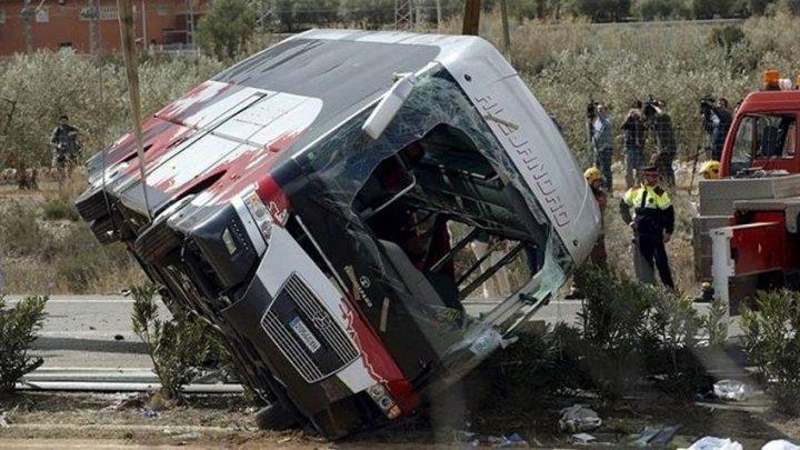 Accident TERIBIL în Java de Vest. Un autocar s-a răsturnat: 27 de morți și 18 răniți