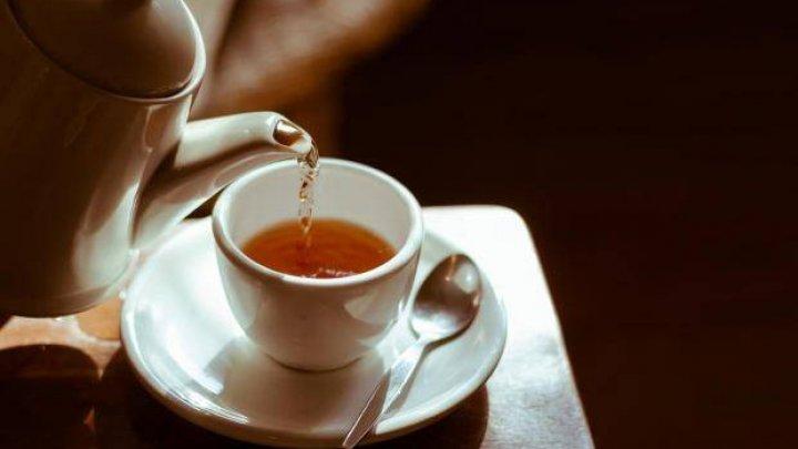 Bei mai mult ceai decât e recomandat pe zi? Vezi ce se întâmplă în corpul tău
