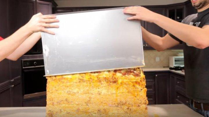E cea mai mare bombă calorică din lume. Cum arată lasagna cu 1 milion de calorii (FOTO)