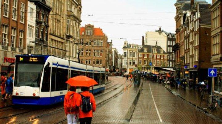 Tânărul asasinat sub ochii unor copii de şase ani a îngrozit locuitorii oraşului Amsterdam