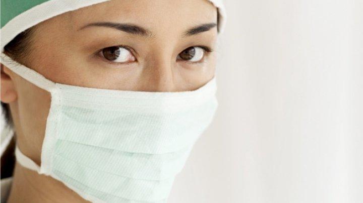 PRIMUL CAZ DE GRIPĂ AVIARĂ LA OM. O femeie din China a fost infectată cu virusul H7N4 de la păsări