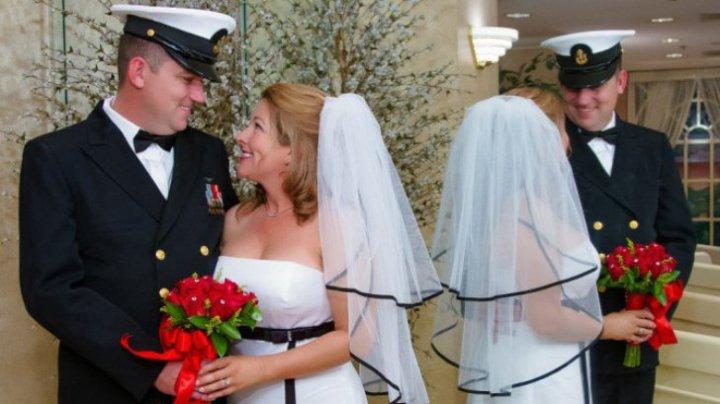 Valentine's Day, căsătorii rapide şi ingenioase, pe aeroportul Las Vegas