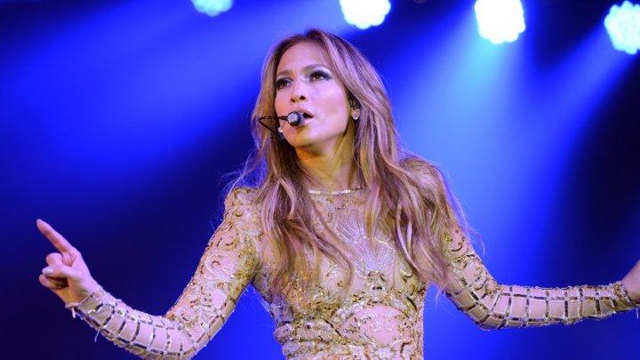 """Jennifer Lopez le-a urat """"La mulţi ani"""" pe Instagram gemenilor săi care au împlinit 10 ani"""
