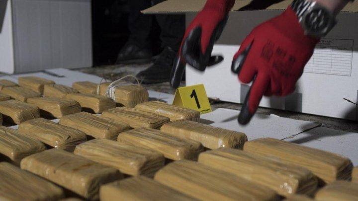 84 de kg de heroină, venite din Turcia, descoperite la frontieră. Cinci persoane, reţinute (VIDEO)