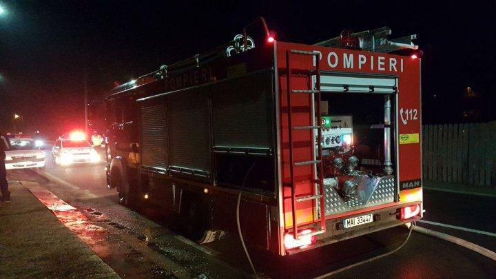Incendiu într-un bloc din Târgu Neamţ. Aproximativ 200 de persoane au fost evacuate