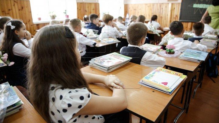 Moldova va primi 10 milioane de lei de la Banca Mondială pentru reforma educaţiei
