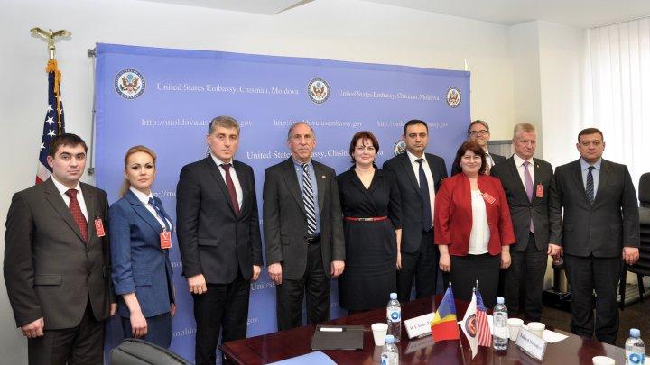 Procurorul General a avut o întrevedere cu Ambasadorul SUA în Republica Moldova. Iată ce au discutat