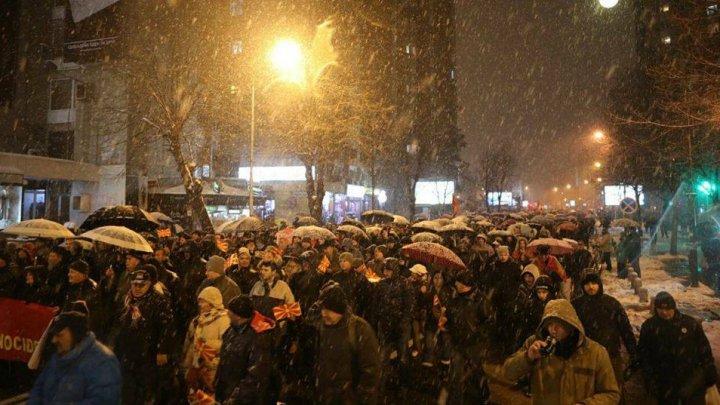 Mii de oameni au protestat la Skopje împotriva schimbării numelui Macedoniei