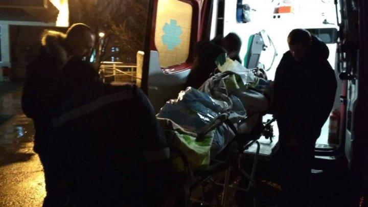 Intervenţie de urgenţă în nordul ţării! Un bărbat în stare gravă, adus cu o ambulanţă SMURD de la Edineț la Chișinău