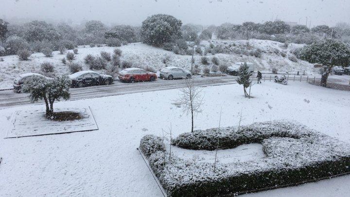 Spania, paralizată din cauza ninsorilor: 56 de șosele blocate şi 30 de provincii în alertă din cauza frigului