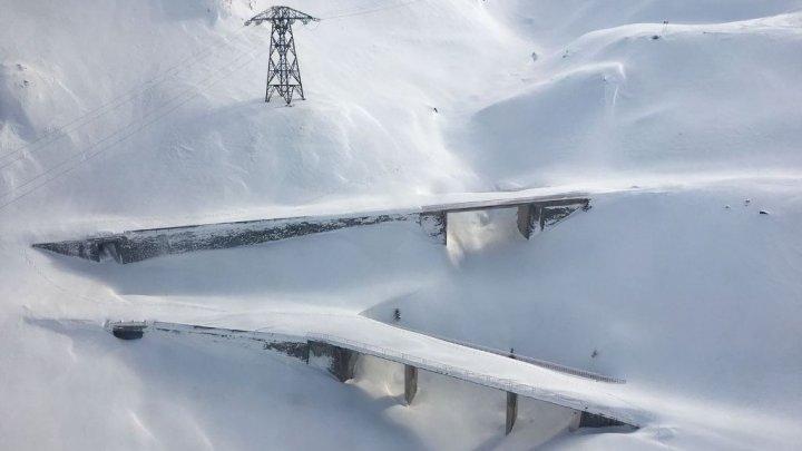 Şoseaua Transfăgărăşan ÎNCHISĂ! Cum arată în luna februarie cel mai frumos drum din lume