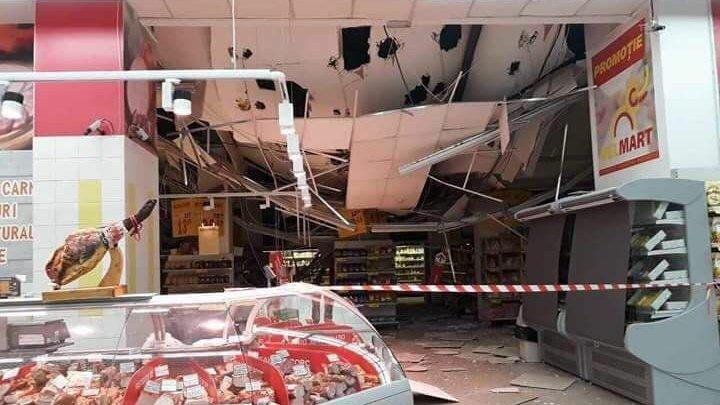 Azi noapte s-a prăbușit tavanul în magazinul Velmart. Imagini dezolante