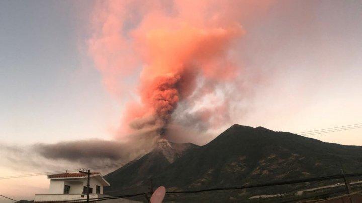Alertă portocalie în Guatemala. Vulcanul Fuego a erupt, aruncând în aer coloane de cenuşă