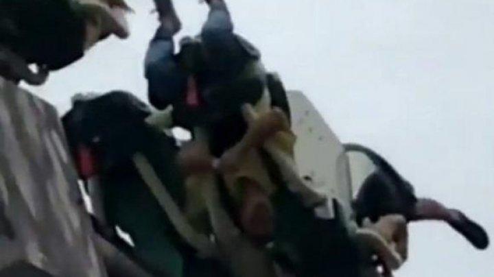 Vizitatori rămași blocați cu capul în jos, într-un parc de distracții din Australia