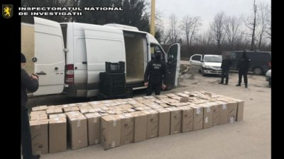 Şase persoane, reţinute pentru contrabandă cu ţigări. Unde au fost ascunse pachetele