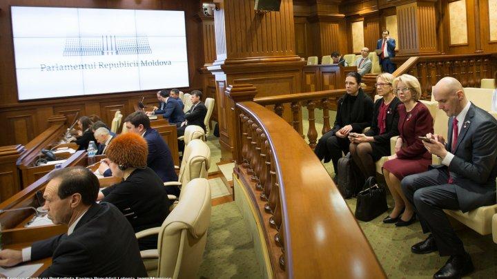 Moldova și Letonia își consolidează relațiile interparlamentare. Inara Murniece, salutată de plenul Legislativului de la Chişinău