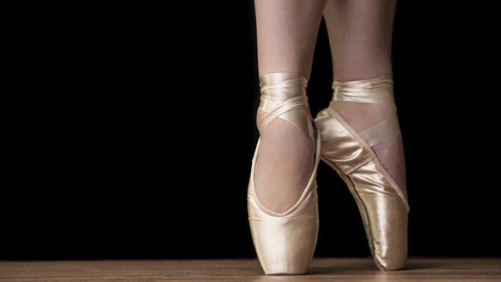 Are 79 de ani şi continuă să evolueze pe scenă. Povestea emoţionantă a balerinei Larisa Başcatova